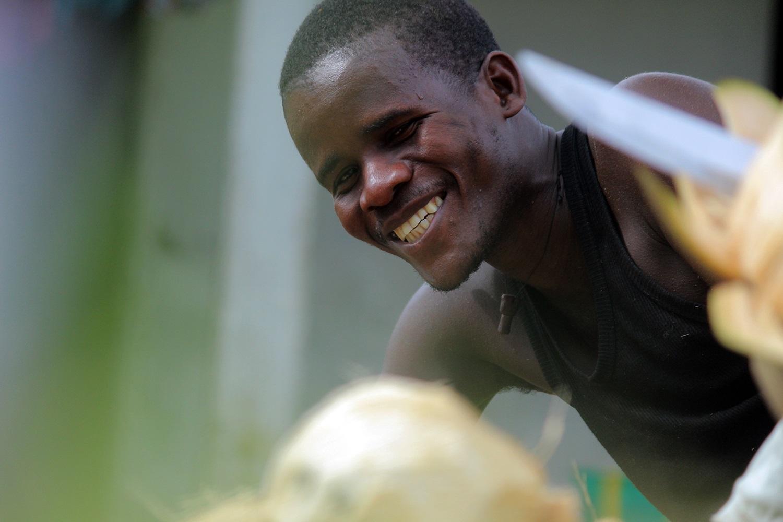 Making-coconut-oil-Liberia3