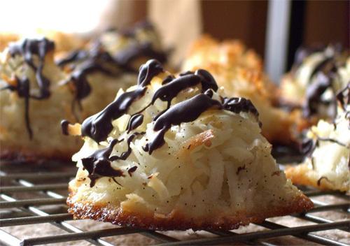 Vanilla-Flecked Coconut Macaroons recipe photo